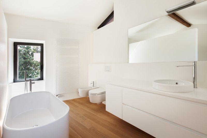 Is mat wit de nieuwe badkamer kleur