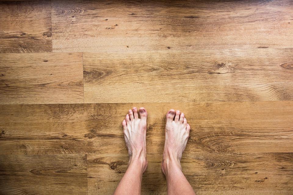 blote voeten lopen vloer