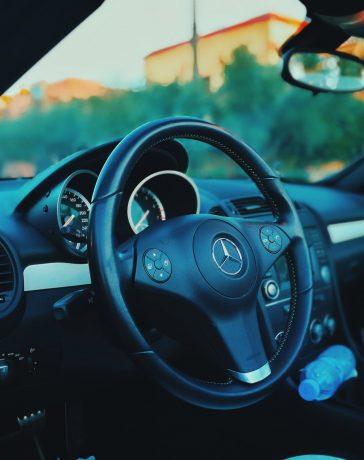 Heb jij deze 5 onmisbare dingen die in je auto liggen?