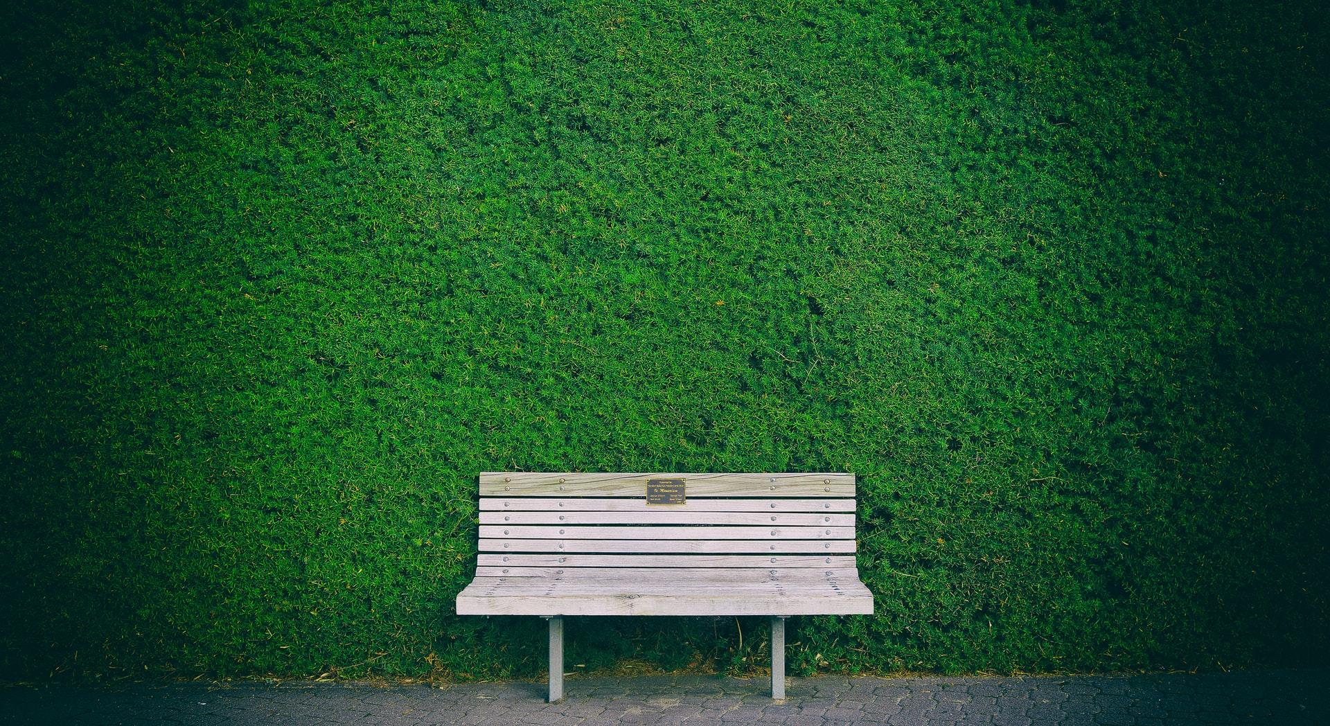 Waarom je zeker moet kiezen voor een houten tuinbank